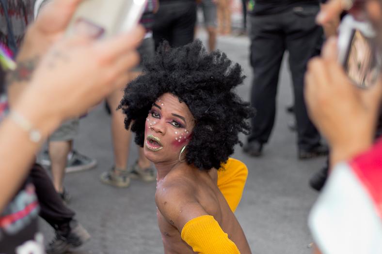 16 - Juan Pablo Librera - marcha del orgullo gay - IMG_8059
