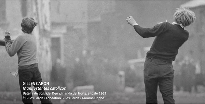 Gilles Caron. Manifestantes católicos, Batalla de Bogside, Derry, Irlanda del Norte, agosto 1969.© Gilles Caron / Fondation Gilles Caron / Gamma Rapho